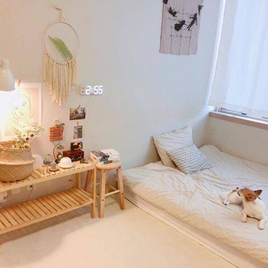 卧室不放床架也很简约精致