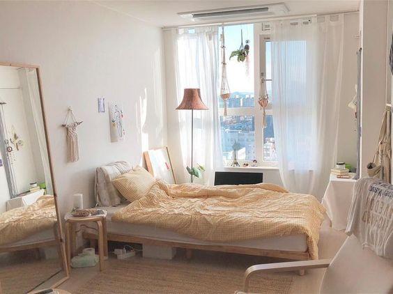 素雅的卧室布置很舒适