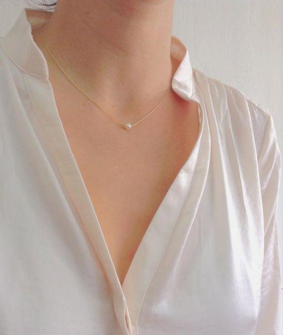 今天来教大家2个去除颈纹的简单方法,轻松养出滑嫩美肌天鹅颈