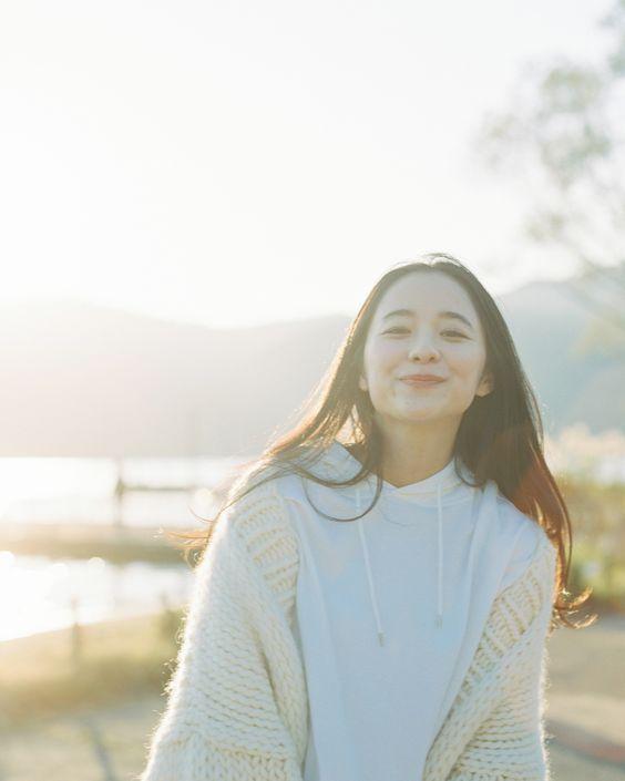 得1个(A)+ 4个(B)👉 温柔系「奶霜白」 很多时候的你们是个追求完美主义者,但「严以律己,宽以待人」是你们的待人处事风格,因此给人特别好相处、认真坦率的感觉。记得不要逼自己太紧、不要因为太过于追求完美而让自己深陷忧虑情绪哟!