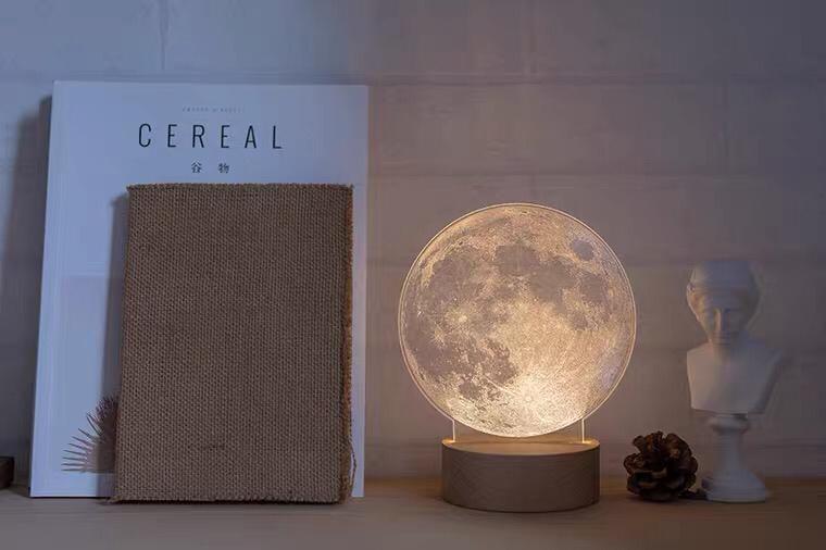 月球小夜灯 2
