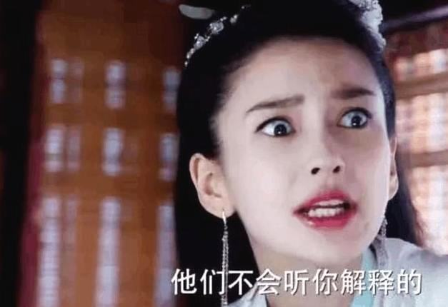 游思涵出生演员世家,爸爸是早年中国版《济公》中出演济公一角深入人心的游本昌,她本人10多年来活跃于演艺圈,有共6年的表演经验,如今是戏剧系表演专业导师,同时也是身兼编剧、制作人多职。  她17日在抖音上传的影片中直接点名狠酸Angelababy杨颖「尴尬演技第一名」、「同情和她搭过戏的男演员黄轩和朱一龙,演员这个职业在选搭档上很被动,完全不是自己能选择的,真要给你一个这种搭档(指Angelababy)对戏,那…演戏只能靠自己想象力了!」